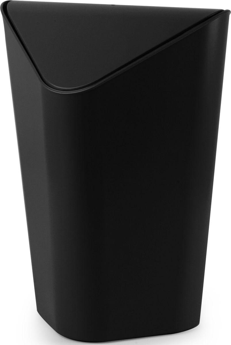 Корзина для мусора Umbra Corner, угловая, цвет: черный, 27,9 х 36,8 х 27,9 см086900-040Небольшая корзина для мусора, одинаково удобная для офиса, детской или ванной комнаты. Экономит место в помещении. Удобная крышка обеспечивает простоту использования. Внутреннее крепление позволяет спрятать мешок для мусора внутри ведра. ?Объем — 10 литров. Пожалуй, вы сами удивитесь, как обходились без такой удобной вещи! Дизайн: Alan Wisniewski.