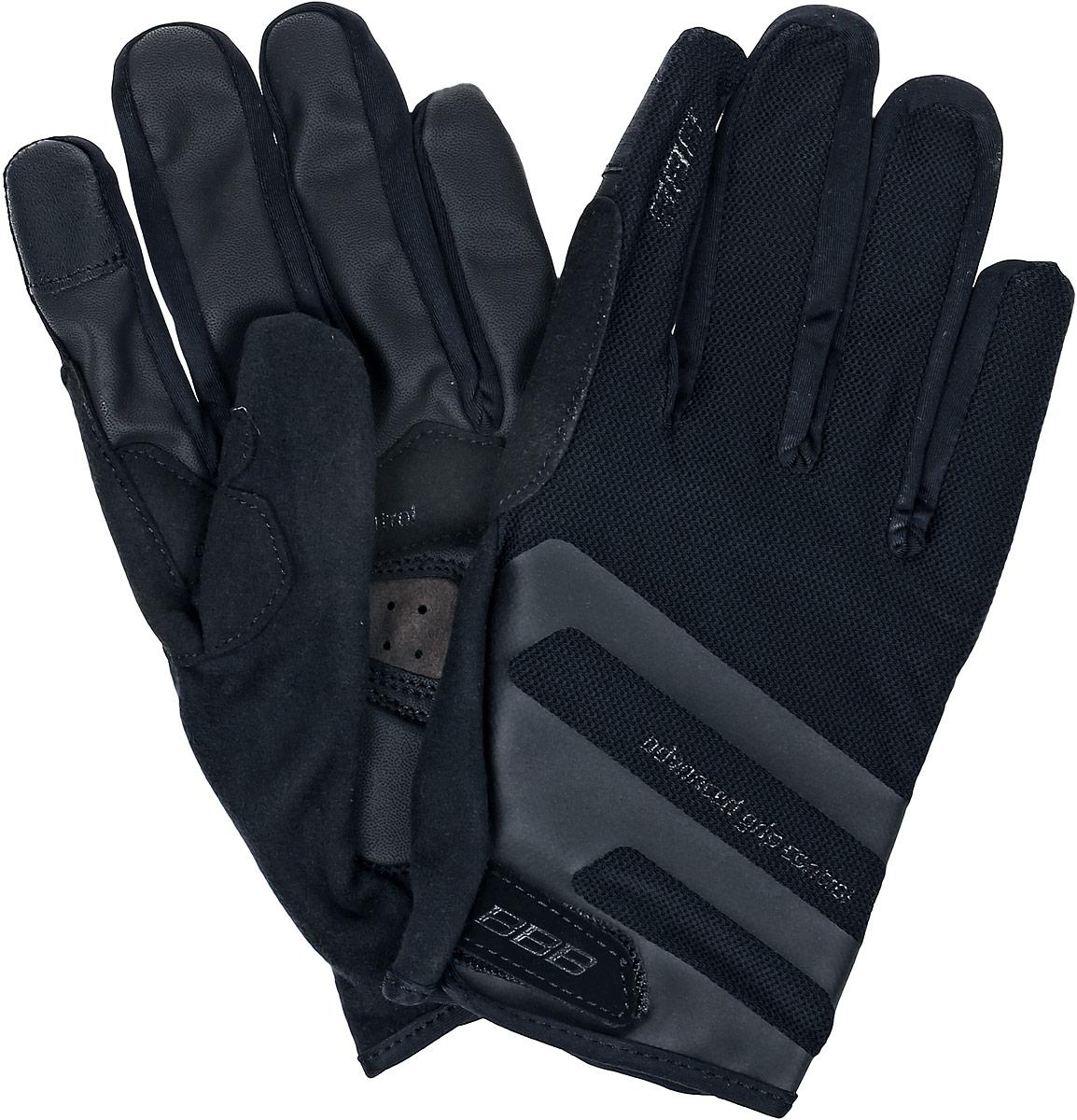 Перчатки велосипедные BBB AirZone, цвет: черный. Размер MBBW-50Когда трейлы накаляются от зноя, перчатки Airzone - ваш лучший выбор. Эти перчатки с длинными пальцами снабжены тыльной стороной из сетчатого материала и вентилируемой ладонью с полиуретановыми вставками для крепкого хвата. Гелевые вставки предупреждают усталость и защищают при падениях. Большой и указательный пальцы дополнительно защищены материалом Clarino. Сетчатая структура верхней части обеспечивает хорошую вентиляцию. Такие перчатки идеальны при эксплуатации в условиях высоких температур. Тыльная сторона из сетчатого материала Airmesh. Перфорированная ладонь с вставками из полиуретана для надёжного хвата. Манжета анатомического кроя дополнена застёжкой-липучкой. Состав: 28% полиамид, 24% полиуретан, 21% полиэстер, 15% эластан, 12% полиэтилен.