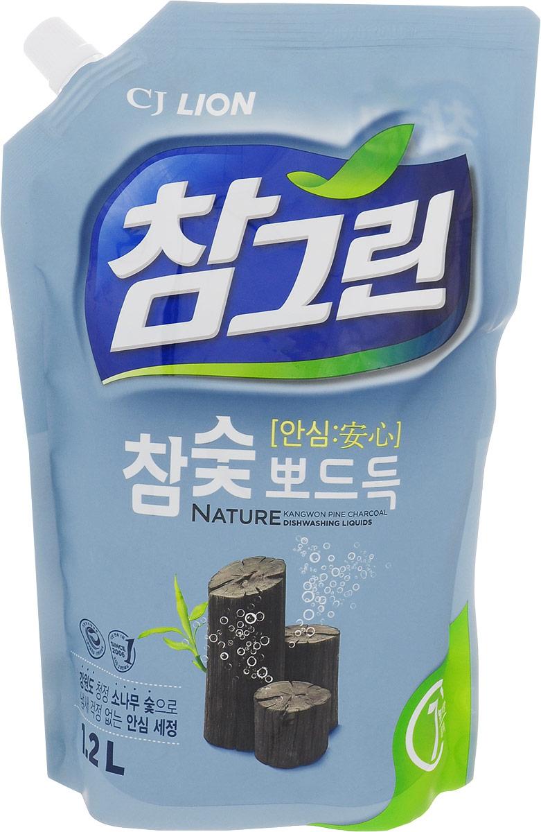Средство для мытья посуды Cj Lion Chamgreen, с экстрактом древесного угля, 1,15 л604938Средство Cj Lion Chamgreen подходит не только для мытья посуды, овощей и фруктов, но и для мытья детских бутылочек. Безопасность полного ополаскивания за 5 секунд: удаляются остатки компонентов, разрушающих жиры. Содержит природный уголь, полученный при обработке сосны, произрастающей в экологически чистом районе провинции Кангвон-до. Устраняет неприятные запахи испорченной еды, рыбные запахи. Обладает адсорбирующим, дезодорирующим и чистящим свойствами, благодаря чему обеспечивается не только чистое мытье посуды, разделочных досок и кухонных полотенец, но и устранение из них неприятных запахов. Обладает приятным ароматом розмарина. Состав: ПАВ 21% (высшие спирты на растительной основе, высшие амины на растительной основе, растительный состав неионогенный), древесный уголь, средство для защиты кожи рук. Товар сертифицирован. Уважаемые клиенты! Обращаем ваше внимание на возможные изменения в дизайне упаковки. Качественные...