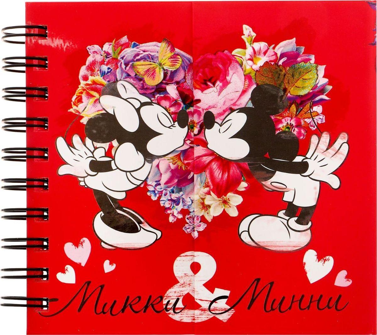Disney Блокнот Микки и Минни 60 листов1224172Товары Disney для ярких идей! сохранит идеи и важнейшие заметки. Твердая обложка с красочными, оригинальными рисунками не даст разлинованным листочкам помяться или потеряться. Форзацы украшены стильными рисунками, которые день за днем будут поднимать настроение юному владельцу. Оригинальный блокнотик закрывается на магнит, который не дает изделию открыться в сумке или рюкзаке. Делайте заметки, составляйте списки дел или покупок, рисуйте или записывайте важную информацию, с героями Disney все веселей!