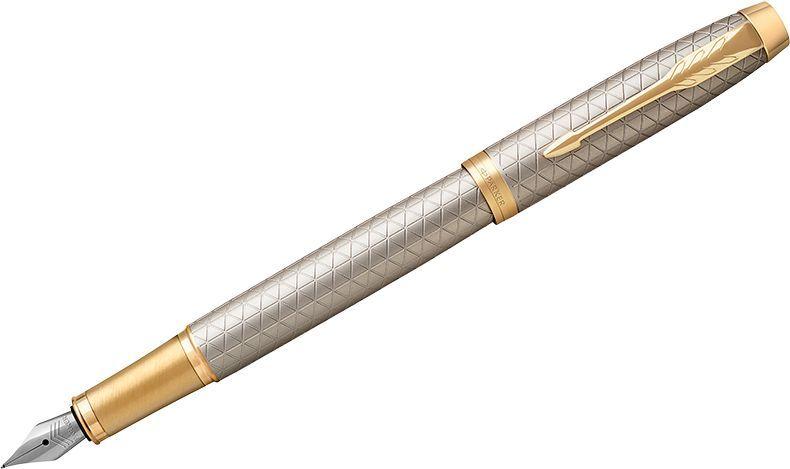 Parker Ручка перьевая IM Premium Warm Silver GT синяя1931684Перьевая ручка в корпусе из чернового матового анодированного алюминия, прошедшего пескоструйную обработку, с фирменным гравированным рисунком. Позолоченная отделка деталей с полировкой