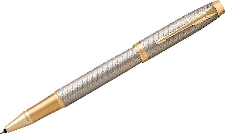 Parker Ручка-роллер IM Premium Warm Silver GT черная1931686Ручка-роллер в корпусе из чернового матового анодированного алюминия, прошедшего пескоструйную обработку, с фирменным гравированным рисунком. Позолоченная отделка деталей с полировкой