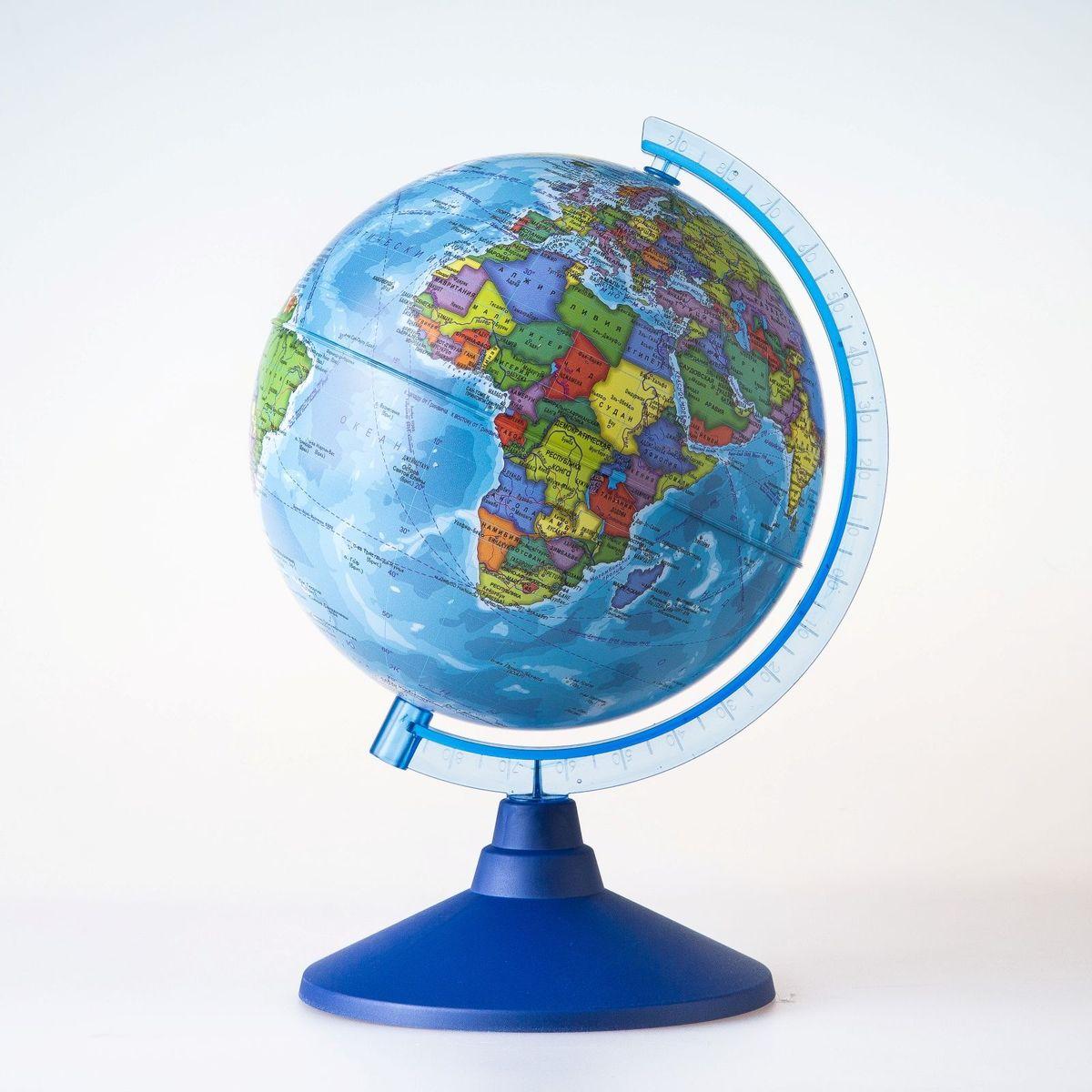 Глобен Глобус политический Классик Евро диаметр 15 см1072898Глобус для всех, глобус каждому! Глобус — самый простой способ привить ребенку любовь к географии. Он является отличным наглядным примером, который способен в игровой доступной и понятной форме объяснить понятия о планете Земля. Также интерес к глобусам проявляют не только детки, но и взрослые. Для многих уменьшенная копия планеты заменяет атлас мира из-за своей доступности и универсальности. Умный подарок! Кому принято дарить глобусы? Всем! Глобус политический диаметр 150мм Классик Евро — это уменьшенная копия земного шара, в которой каждый найдет для себя что-то свое. путешественники и заядлые туристы смогут отмечать с помощью стикеров те места, в которых побывали или собираются их посетить деловые и успешные люди оценят такой подарок по достоинству, потому что глобус ассоциируется со статусом и властью преподаватели, ученые, студенты или просто неординарные личности также найдут для глобуса достойное место в своем доме. Итак, спешите...