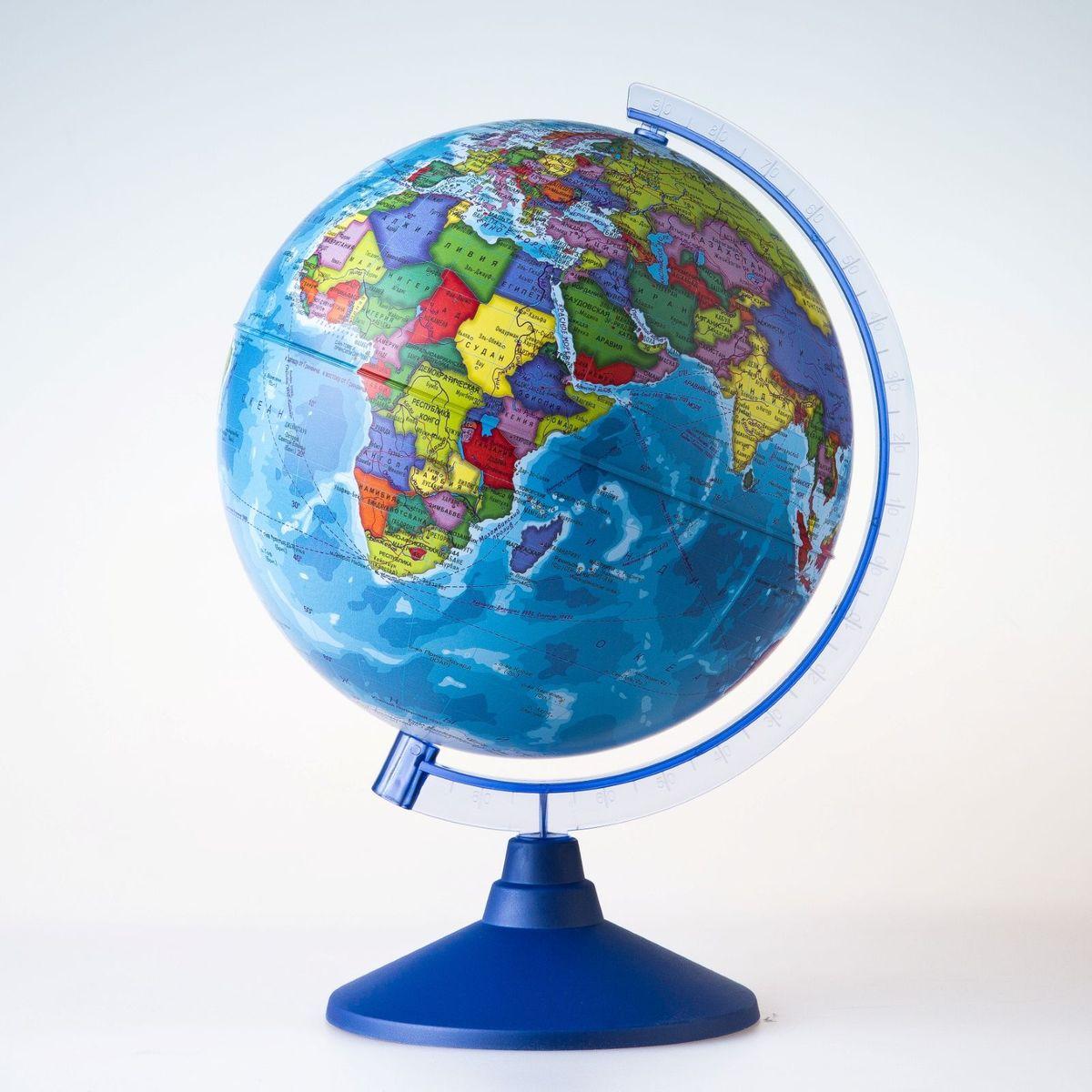 Глобен Глобус политический Классик Евро диаметр 25 см1072902Глобус для всех, глобус каждому! Глобус — самый простой способ привить ребенку любовь к географии. Он является отличным наглядным примером, который способен в игровой доступной и понятной форме объяснить понятия о планете Земля. Также интерес к глобусам проявляют не только детки, но и взрослые. Для многих уменьшенная копия планеты заменяет атлас мира из-за своей доступности и универсальности. Умный подарок! Кому принято дарить глобусы? Всем! Глобус политический диаметр 250мм Классик Евро — это уменьшенная копия земного шара, в которой каждый найдет для себя что-то свое. путешественники и заядлые туристы смогут отмечать с помощью стикеров те места, в которых побывали или собираются их посетить деловые и успешные люди оценят такой подарок по достоинству, потому что глобус ассоциируется со статусом и властью преподаватели, ученые, студенты или просто неординарные личности также найдут для глобуса достойное место в своем доме. Итак, спешите...
