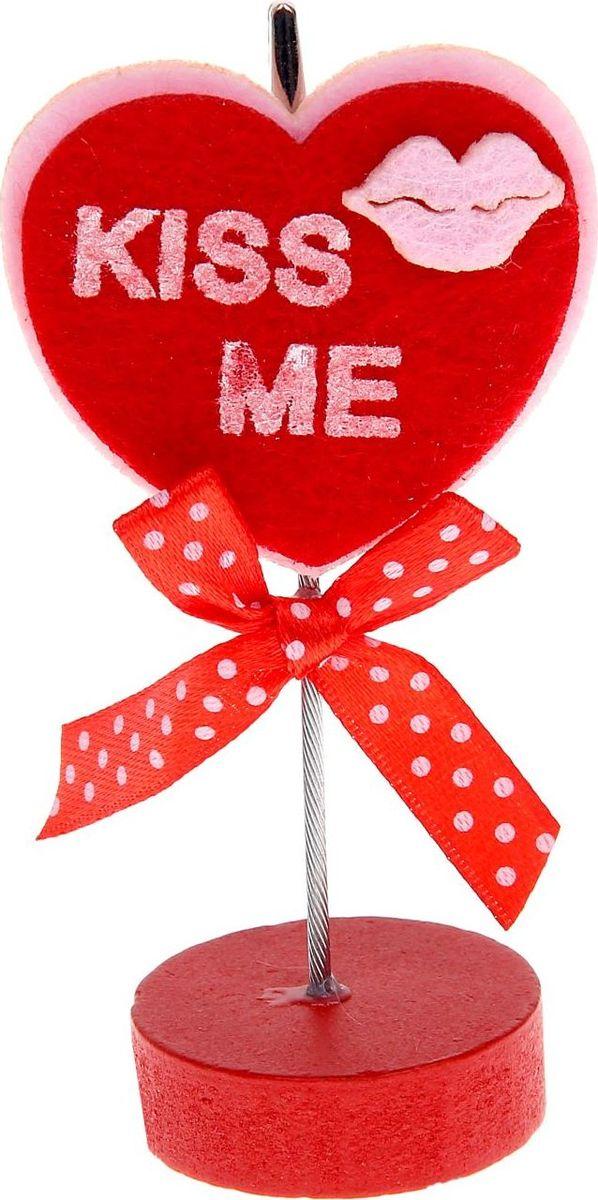 Визитница-прищепка Сердце поцелуй1215378Полезный аксессуар, который украсит интерьер и внесет в него частичку уюта, доброты, тепла. С обратной стороны находится прищепка, благодаря которой можно закрепить памятную фотографию или открытку с приятным пожеланием. станет оригинальным презентом или украшением праздничного стола.