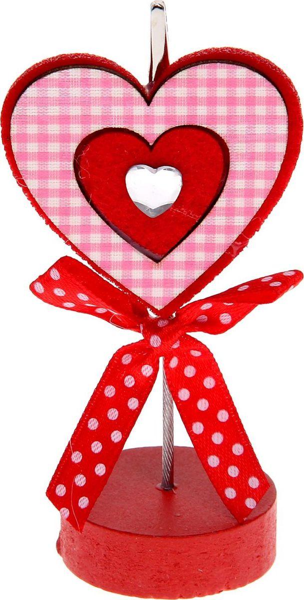Визитница-прищепка Сердце в клеточку1215383Полезный аксессуар, который украсит интерьер и внесет в него частичку уюта, доброты, тепла. С обратной стороны находится прищепка, благодаря которой можно закрепить памятную фотографию или открытку с приятным пожеланием. станет оригинальным презентом или украшением праздничного стола.