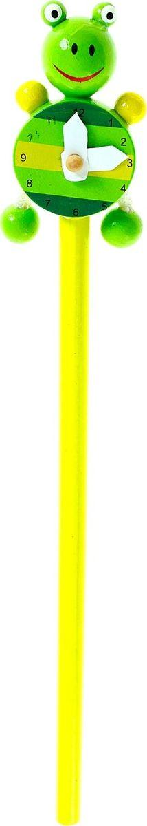 Карандаш Часики Лягушка860410Веселые яркие карандаши с игрушками станут для ребенка верными помощниками в процессе обучения рисованию. Забавная зверушка, которая уселась на верхушке пишущего прибора, сделает учебу интереснее и веселее. А значит, малыш быстрее освоит новый навык. изготовлен из безопасного материала — натуральной древесины, покрытой нетоксичными красками, поэтому безопасен для здоровья ребенка.