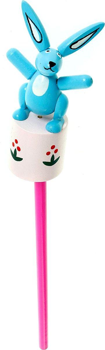 Карандаш Зайка 860421860421Веселые яркие карандаши с игрушками станут для ребенка верными помощниками в процессе обучения рисованию. Наконечник выполнен в виде забавной зверушки-дергунчика. У игрушки двигаются части тела, что развивает у малыша мелкую моторику, тактильное восприятие и просто забавляет его. изготовлен из безопасного материала — натуральной древесины, покрытой нетоксичными красками, поэтому безопасен для здоровья ребенка.