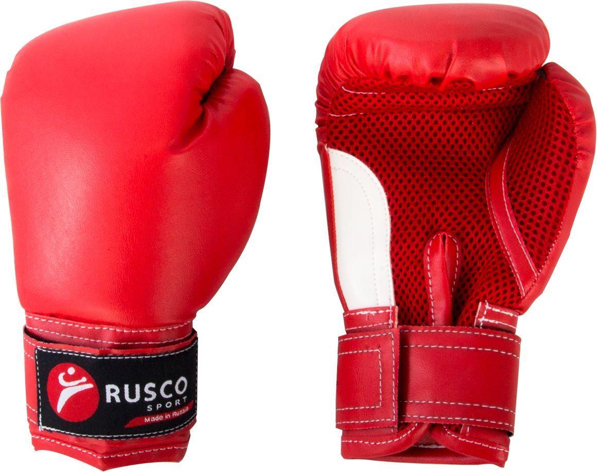 Перчатки боксерские Rusco, цвет: красный, 6 ozУТ-00010472Перчатки боксерские детские изготовлены в соответствии с физиологическим строением растущей руки ребенка от 8 до 12 лет. Предназначены для ударных видов спорта и разработаны с учетом двух аспектов: защитить от травм запястья юного боксера и обезопасить оппонента на ринге, так как дети в этом возрасте еще не всегда умеют рассчитывать силу удара.