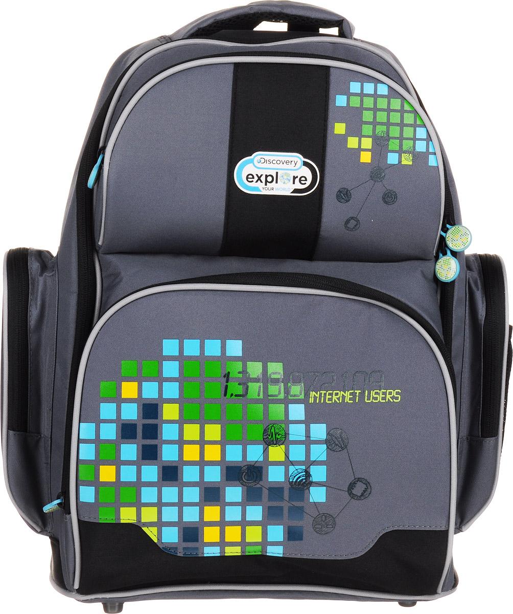 Action! Рюкзак DiscoveryDV-ASB7001/2Стильный рюкзак Action! Discovery имеет одно вместительное отделение на застежке-молнии с двумя бегунками. Внутри находятся кармашек на молнии, открытый карман-сетка, 3 разделителя для тетрадей или учебников (фиксируются резинкой). Отделение дополнено прозрачным пластиковым кармашком для расписания занятий. На лицевой стороне рюкзака расположены два накладных кармана на застежках-молниях. Внутри нижнего кармана имеется органайзер для канцелярских принадлежностей. По бокам рюкзака находятся накладные карманы, которые закрываются на молнии, а на внешней стороне одного из них расположен открытый сетчатый кармашек на резинке. Конструкция спинки дополнена эргономичными подушечками и противоскользящей сеточкой. Мягкие анатомические лямки позволяют легко и быстро отрегулировать рюкзак в соответствии с ростом. У изделия предусмотрены петля для подвешивания на крючок и ручка для удобной переноски в руке. Светоотражающие элементы не оставят незамеченным вашего ребенка в темное...