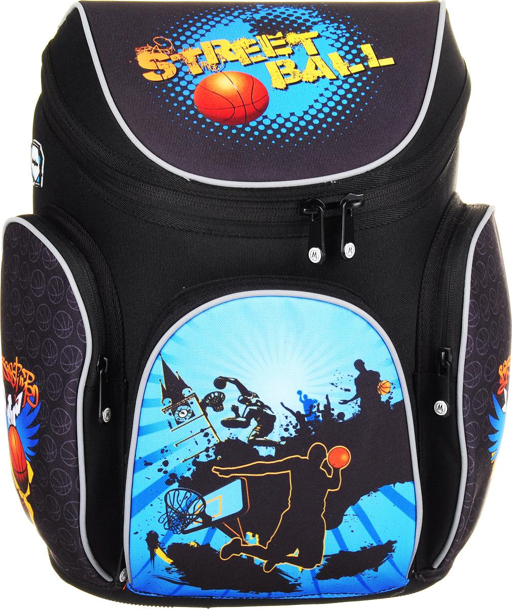 MagTaller Ранец школьный Boxi Street Ball20616-09Школьный ранец MagTaller Boxi Street Ball выполнен из прочных и износостойких материалов: нейлона и полиэстера. Ранец имеет одно основное отделение, закрывающееся клапаном на молнию с двумя бегунками. Клапан полностью откидывается, что существенно облегчает пользование ранцем. На внутренней части клапана находится прозрачный пластиковый кармашек, в который можно поместить данные о владельце ранца и расписание уроков. Внутри отделения расположены две мягкие перегородки для тетрадей или учебников. На лицевой стороне ранца расположен накладной карман на застежке-молнии. Внутри кармана находятся два открытых кармана, карман-сетка и отделения для пишущих принадлежностей. По бокам ранца размещены два накладных кармана на молнии. Ортопедическая спинка, созданная по специальной технологии из дышащего материала, равномерно распределяет нагрузку на плечевые суставы и спину. В нижней части спинки расположен поясничный упор - небольшой валик, на который при правильном ношении ранца...