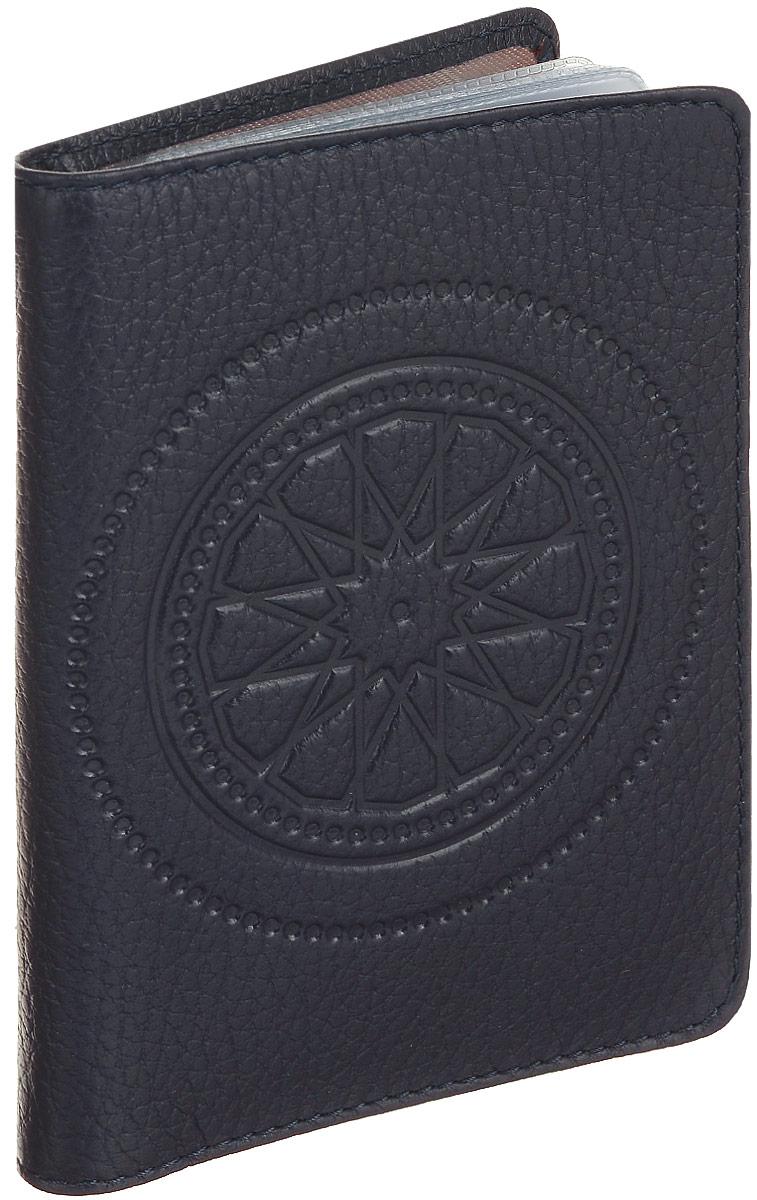 Бумажник водителя женский Fabula Talisman, цвет: фиолетовый. BV.66.SNBV.66.SN.баклажановыйБумажник водителя из коллекции «Talisman» выполнен из натуральной кожи. На внутреннем развороте 2 кармана: глубокий вертикальный карман из кожи с 4 прорезными карманами для кредитных карт и карман из прозрачного пластика. Внутренний блок из прозрачного пластика для документов водителя (6 карманов).