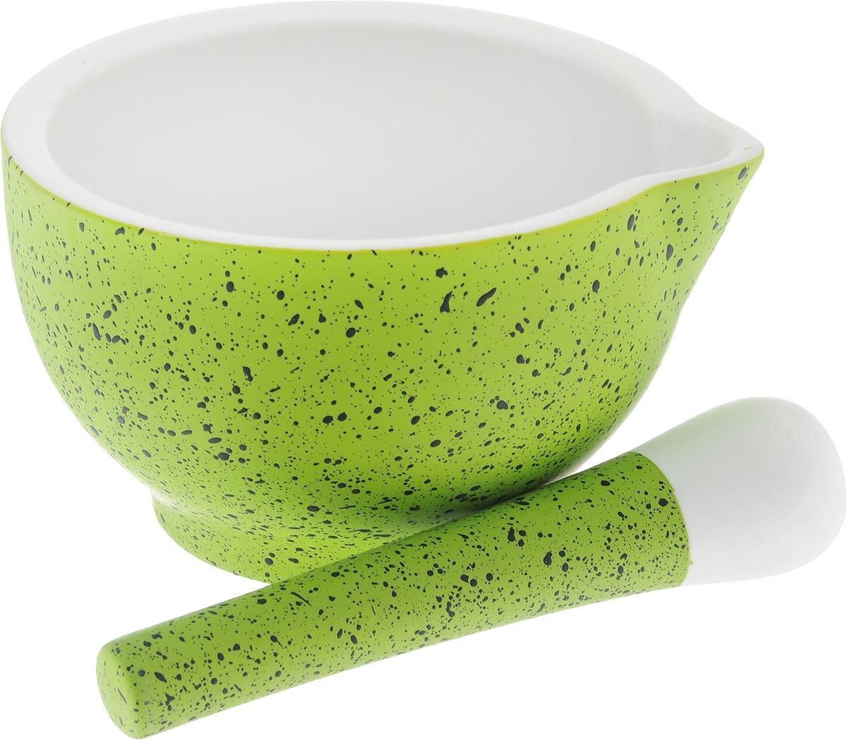 Ступка с пестиком BartonSteel, цвет: салатовый, белый. 1201BS1201BS_салатовыйСтупка с пестиком BartonSteel выполнены из высококачественного фарфора. Внешние стенки ступки и ручка пестика имеют приятное на ощупь прорезиненное покрытие. Внутренняя поверхность ступки и рабочая часть пестика имеют шероховатую поверхность без глазури, что необходимо для эффективного измельчения. Ступка дополнительно снабжена носиком. Изделия предназначены для измельчения различных специй и трав, орехов, чеснока, каперсов и многого другого. С таким набором вы с легкостью добьетесь необходимой вам степени измельчения. Предметы можно мыть в посудомоечной машине. Диаметр ступки: 15 см. Высота ступки: 8,5 см. Длина пестика: 15 см.