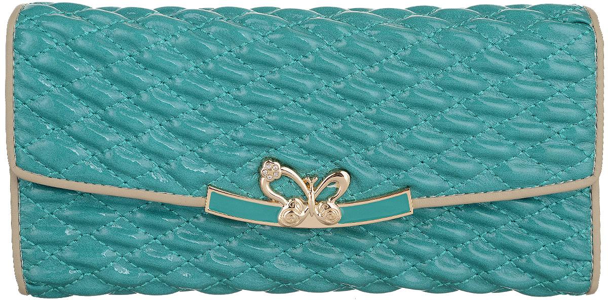 Портмоне женское Bettydano, цвет: голубой. BQW20235-30BQW20235-30Стильное женское портмоне Bettydano выполнено из натуральной кожи и оформлено декоративной прострочкой. Портмоне закрывается на клапан, оформленный декоративным элементом. Внутри модель имеет одно отделение для купюр, разделенное пополам карманом средником на застежке-молнии, карман для мелких бумаг и горизонтальные кармашки для визиток и пластиковых карт. Оригинальный дизайн портмоне не оставит равнодушной ни одну представительницу прекрасной половины человечества.