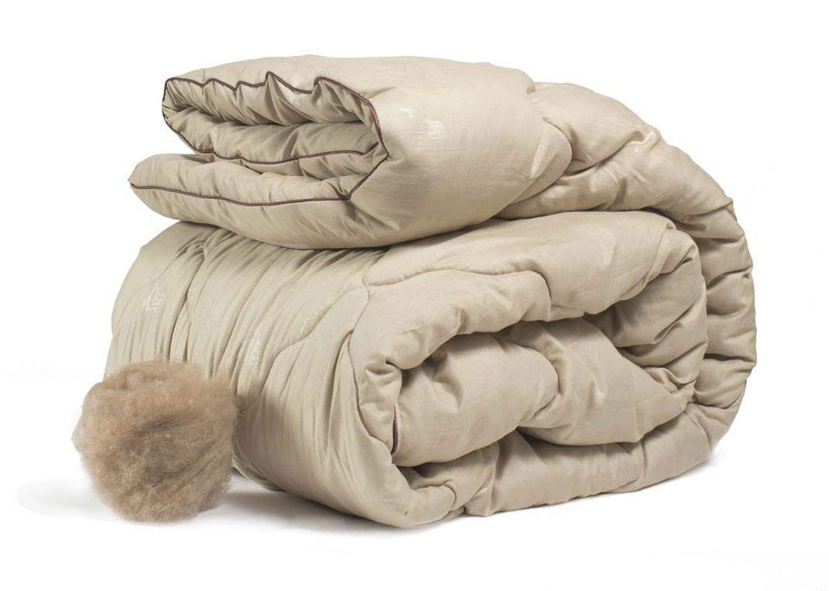 Одеяло теплое Peach, наполнитель: верблюжья шерсть, 140 х 205 смpch222644Теплое одеяло Peach превосходно согреет вас холодными ночами. Чехол одеяла изготовлен из микрофибры. Наполнитель - верблюжья шерсть с упругой основой из полиэстера. Верблюжья шерсть является прекрасным изолятором и широко используется как наполнитель для постельных принадлежностей. Одеяла из нее отличаются хорошей воздухопроницаемостью и способностью быстро поглощать излишнюю влагу. Они позволяют коже дышать, поддерживают постоянную температуру тела, обеспечивая здоровый и комфортный сон. Одеяло простегано и окантовано. Стежка надежно удерживает наполнитель внутри и не позволяет ему скатываться. Плотность наполнителя: 300 г/м2. Размер: 140 х 205 см.