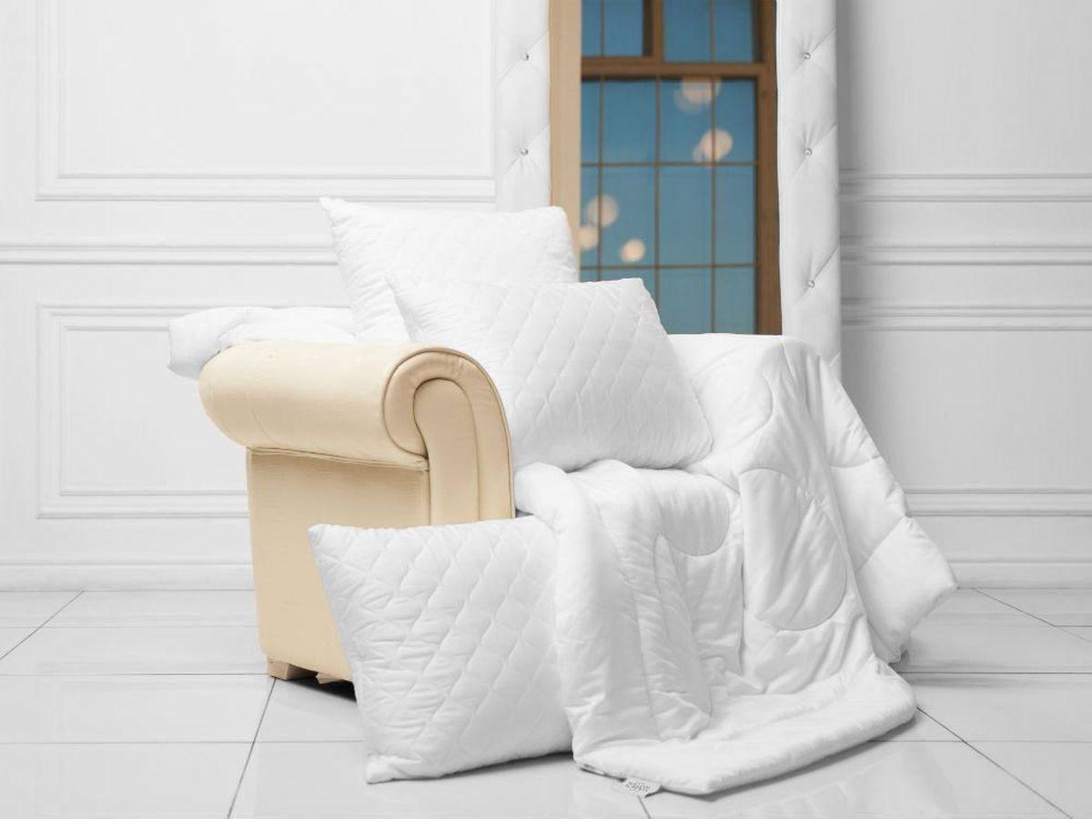 Одеяло легкое William Roberts Sensual Tencel, наполнитель: эвкалиптовое волокно, 155 х 200 смwlr233243Легкое одеяло William Roberts Sensual Tencel с наполнителем из эвкалиптового волокна подарит вам спокойный и здоровый сон. Эвкалиптовое волокно обладает антибактериальными свойствами и абсолютно гипоаллергенно. Отлично впитывает и испаряет влагу, обеспечивает великолепный теплообмен. Чехол одеяла выполнен из эвкалиптового сатина (100% тенсел). Одеяло простегано и окантовано. Стежка надежно удерживает наполнитель внутри и не позволяет ему скатываться. Плотность наполнителя: 150 г/м2. Размер: 155 х 200 см.