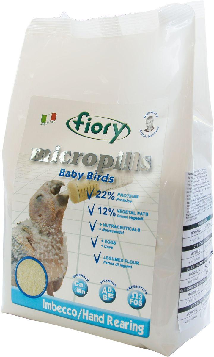 Корм сухой Fiory Micropills Baby Birds, для птенцов, для ручного вскармливания, 1,5 кг0302Fiory Micropills Baby Birds полноценный корм для ручного вскармливания, предназначенный для кормления птенцов всех видов попугаев. Для здорового и устойчивого роста новорожденные птенцы в первые недели жизни нуждаются в высоком уровне белков (22%) и жиров (12%). Источником белка в корме Fiory Micropills является живой глютен пшеницы. Он хорошо переваривается и отлично усваивается организмом птицы. Его дополняет белок столового яйца, пригодный для питания человека. Корм в виде нежной муки тонкого помола из лучших бобовых культур (чечевица, нут, горох) не повредит чувствительный пищевод новорожденного птенца. Натуральная фруктоза послужит природным источником углеводов. Растительные жиры, полученные из высококачественного сырья, полностью и легко усвоятся птенцом. Полезные нутрицевтики (дрожжи, инулин Цикория, фруктоолигосахариды, бета-глюканы, Омега-3 и Омега-6 жирные кислоты, титрованные растительные экстракты и др.) способствуют правильному пищеварению, укрепляют иммунную систему,...