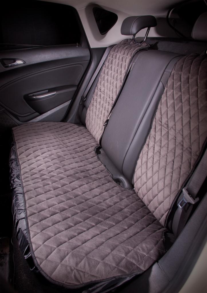 Накидка на сиденье Airline, задняя, цвет: серый, 3 предметаASC-B-02Накидки сшиты из износоустойчивой ворсовой мебельной ткани и защищают штатную обивку от истирания и выцветания. Идеально подходят к кожаному салону, обеспечивая комфортную температуру при контакте с сиденьем в холодную и жаркую погоду, а стеганый дизайн придает салону домашний комфорт и уют. Благодаря своей форме накидки позволяют без затруднений надевать их на кресла любого типа, не прибегая к демонтажу подголовников и подлокотников, а так же не препятствует раскрытию подушек безопасности. Все модели, имеют универсальную систему крепления позволяющую применять изделие на 99% существующего автопарка России. Размер - Универсальный Цвет - Серый Состав - полиэстер, хлопок, вспененный полиуретан Комплект состоит из накидок на заднее сиденье из трех частей. Преимущества: Защищает обивку автомобильных сидений от истирания; Износостойкая ворсовая ткань; Удобные застежки на направляющие подголовника; Универсальное крепление и размер