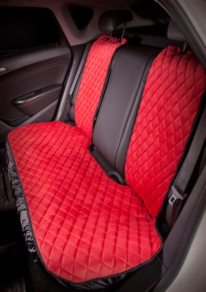 Накидка на сиденье Airline, задняя, цвет: красный, 3 предметаASC-B-04Накидки сшиты из износоустойчивой ворсовой мебельной ткани и защищают штатную обивку от истирания и выцветания. Идеально подходят к кожаному салону, обеспечивая комфортную температуру при контакте с сиденьем в холодную и жаркую погоду, а стеганый дизайн придает салону домашний комфорт и уют. Благодаря своей форме накидки позволяют без затруднений надевать их на кресла любого типа, не прибегая к демонтажу подголовников и подлокотников, а так же не препятствует раскрытию подушек безопасности. Все модели, имеют универсальную систему крепления позволяющую применять изделие на 99% существующего автопарка России. Размер - Универсальный Цвет - Красный Состав - полиэстер, хлопок, вспененный полиуретан Комплект состоит из накидок на заднее сиденье из трех частей. Преимущества: Защищает обивку автомобильных сидений от истирания; Износостойкая ворсовая ткань; Удобные застежки на направляющие подголовника; Универсальное крепление и размер