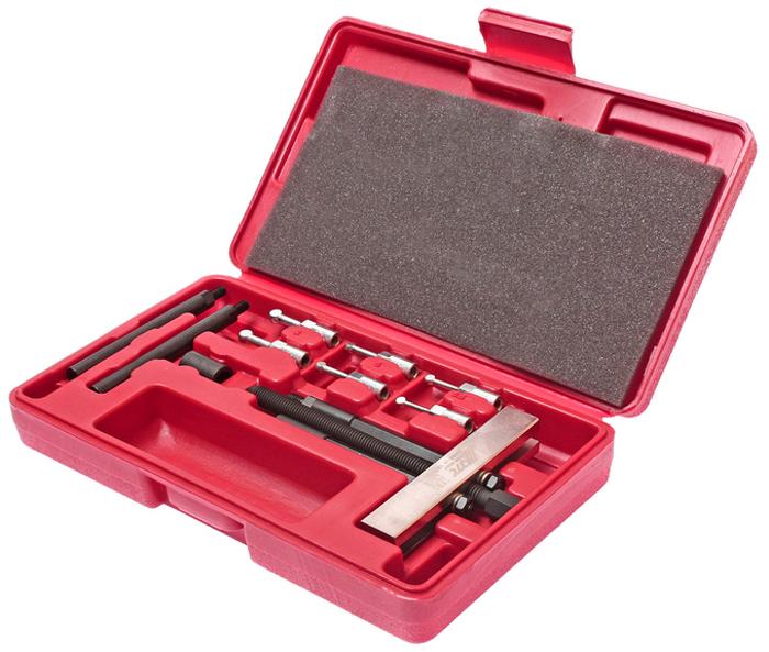 JTC Съемник подшипников сепараторный. JTC-1351JTC-1351Применяется для снятия внутренних и внешних подшипников. Способ применения: Просверлить два диаметрально противоположных отверстия. Отогнуть сепаратор. Ввести захваты. Провернуть на 90° для фиксации. Для выпрессовки подшипников используется винт. Размеры захватов: 5.4 мм., 6 мм., 8 мм. Упаковка: прочный переносной кейс. Габаритные размеры: 155/150/45 мм. (Д/Ш/В) Длина резьбы: 145 мм. Вес: 835 гр.