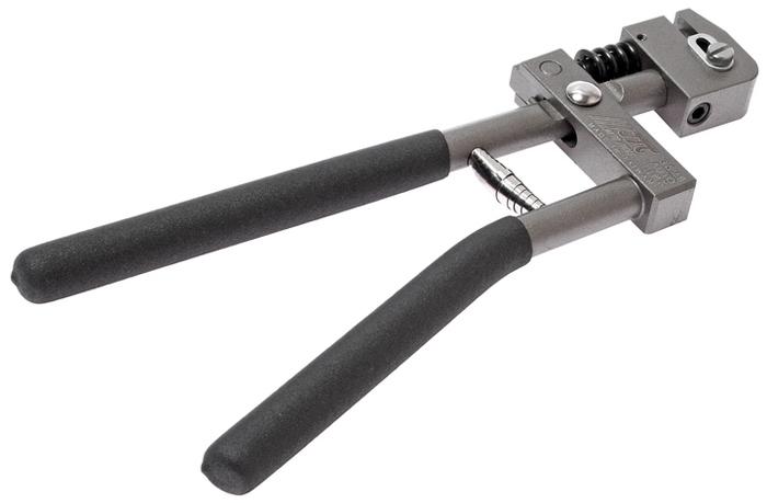 JTC Пробойник для металла. JTC-3529JTC-3529Пробойник для металла JTC Описание Толщина металла: до 1,2 мм. Диаметр пробиваемого отверстия: 5 мм. Габаритные размеры: 315/130/30 мм. (Д/Ш/В) Вес: 1137 г.