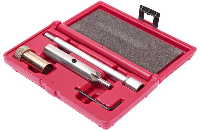 JTC Набор для чистки и притирки посадочных мест форсунок (двиг. 2.0 TDI группы VAG). JTC-4051JTC-4051Подходит для двигателей 2,0 TDI группы VAG. Предназначен для очистки контактной поверхности между форсунок и ГБЦ во время замены. В комплект входит резчик с рукояткой, которая используется для точной притирки седла форсунки. Для чистки глубоких посадочных мест применяется резак с удлинителем. Упаковка: прочный пластиковый кейс. Габаритные размеры: 190/105/40 мм. (Д/Ш/В) Вес: 509 гр.