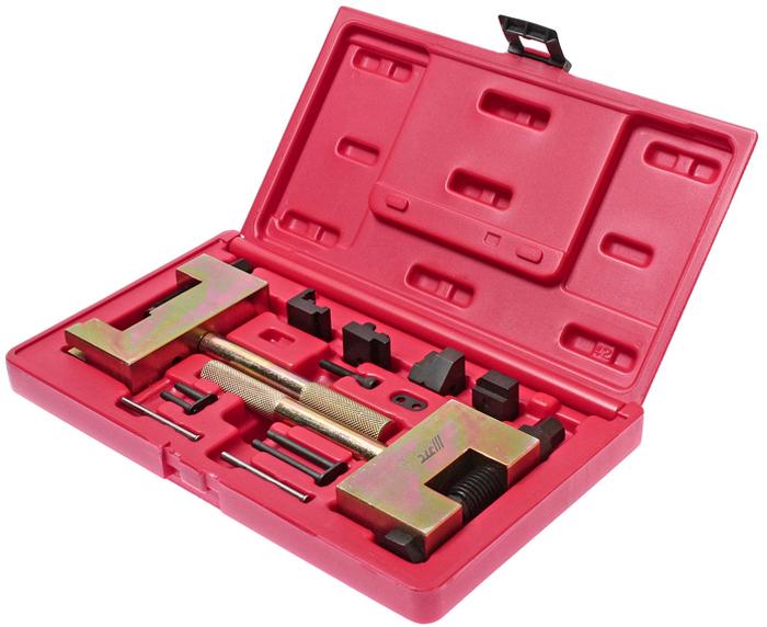 JTC Набор для соединения и разъединения звеньев цепи ГРМ Mercedes. JTC-4171JTC-4171В набор входят 2 инструмента - для разделения и соединения звеньев цепи, которые обеспечивают быстрое, простое и безопасное соединение/разъединение звеньев цепи ГРМ обоих типов: одинарной и двойной, а также двухрядной роликовой цепи, применяемой на моделях Мерседес (Mercedes-Benz) с дизельным двигателем 95 г.в. и младше. Примечание: для новых типов двухрядных роликовых цепей данный инструмент для соединения звеньев не применяется. Применение: бензиновые и дизельные двигатели Мерседес (Mercedes-Benz). Упаковка: прочный пластиковый кейс. Габаритные размеры: 275/160/60 мм. (Д/Ш/В) Вес: 2491 гр.