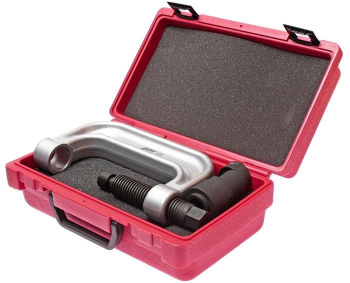JTC Приспособление для снятия и установки шаровых опор переднего нижнего рычага подвески (MERCEDES W220, W211). JTC-4728JTC-4728Предназначено для снятия/установки шаровых опор переднего нижнего рычага подвески. Все работы выполняются прямо на автомобиле. Применение: W220, W211. Упаковка: прочный переносной кейс. Габаритные размеры: 300/185/110 мм. (Д/Ш/В) Вес: 4527 гр.