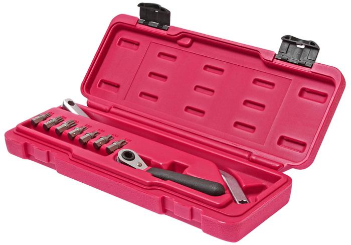 JTC Набор для снятия и установки дверей (VW, AUDI, MERCEDES и др.), 9 предметов. JTC-4754JTC-4754В комплект входит специальный изогнутый ключ, предназначенный для затягивания/откручивания болтов дверных петель. Также может применяться для регулировки задней оси. В комплекте: Биты - 7 шт.: М8, М10, М12, Т30, Т40, Т45, Т50. Специальный изогнутый ключ 8 мм. - 1шт. Трещотка 45 ° 8 мм. - 1 шт. Применение: Мерседес (Mercedes-Benz), БМВ (BMW),Фольксваген (Volkswagen) и др. Упаковка: прочный пластиковый кейс. Габаритные размеры: 330/140/50 мм. (Д/Ш/В) Вес: 929 гр.