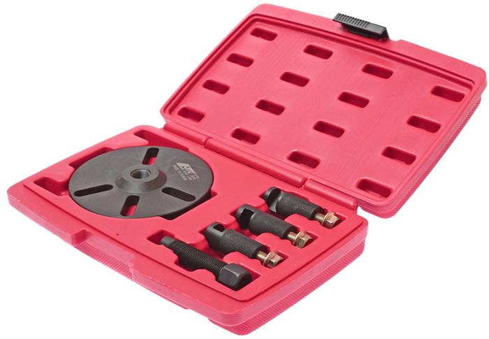 JTC Съемник зубчатого колеса распредвала универсальный. JTC-4772JTC-4772Съемник шкива зубчатого распределительного вала универсальный JTC Характеристики Специально предназначен для снятия зубчатого колеса на большинстве двигателей. Оснащен специальными захватами для удержания зубчатого колеса. Упаковка: прочный пластиковый кейс. Габаритные размеры: 270/190/55 мм. (Д/Ш/В) Вес: 1672 г.