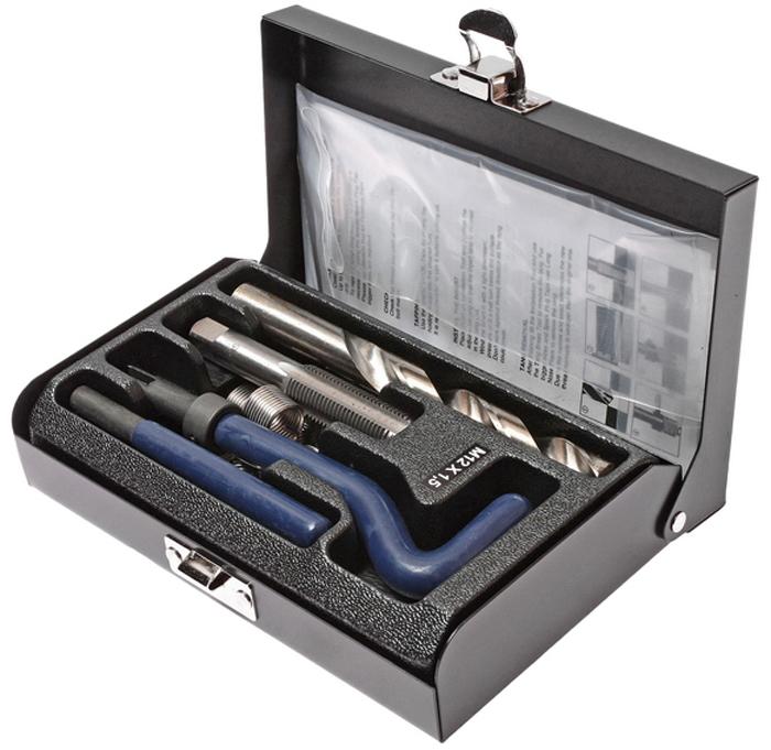 JTC Набор для восстановления резьбы (вставки M12x1,5, длина 16,3 мм, 10 шт), 14 предметов. JTC-4786JTC-4786В комплекте 14 предметов В комплект входят: сверло, метчик, установочный инструмент, инструмент для обламывания хвостовика, резьбовые вставки Размеры: М12х1.5 Длина: 16.3 мм. Количество резьбовых вставок: 10 шт. Упаковка: прочный пластиковый кейс. Габаритные размеры: 165/110/35 мм. (Д/Ш/В) Вес: 674 гр.
