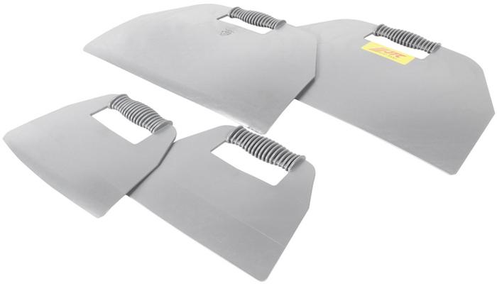 JTC Набор для удаления уплотнителя лобового стекла, 4 предмета. JTC-5232JTC-5232Набор предназначен для защиты приборных панелей и торпеды автомобиля во время демонтажа лобового стекла. Материал: ПЭ высокой плотности. Размеры: 300х455 мм., 273х200 мм. Общее количество предметов: 4. Габаритные размеры: 470/310/70 мм. (Д/Ш/В) Вес: 1390 гр.