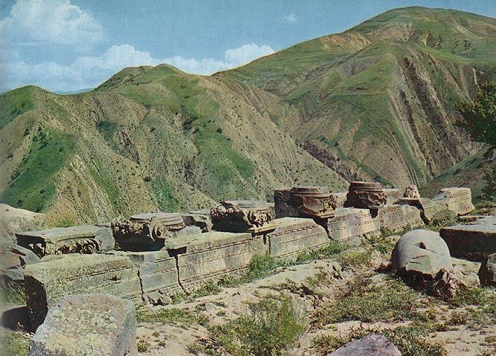 Декоративное искусство средневековой Армении