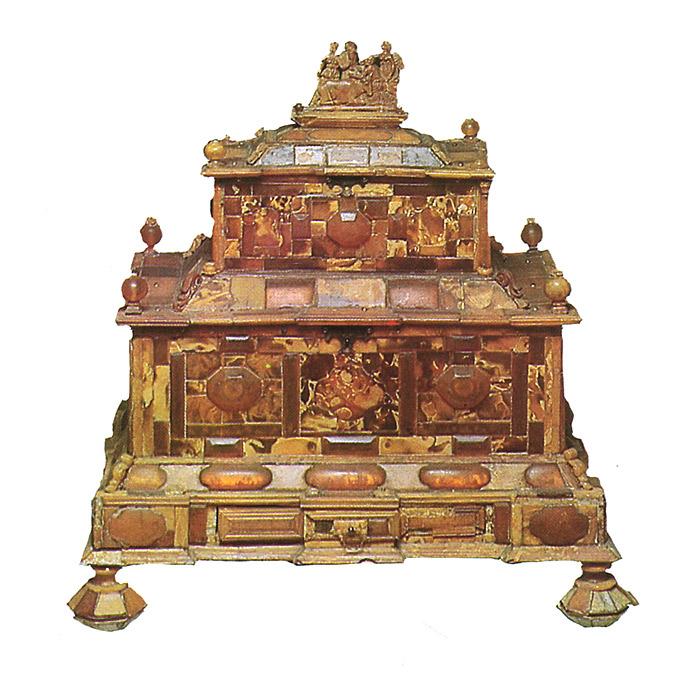 Художественный янтарь ХVII - начала XX века из собрания Екатерининского дворца-музея