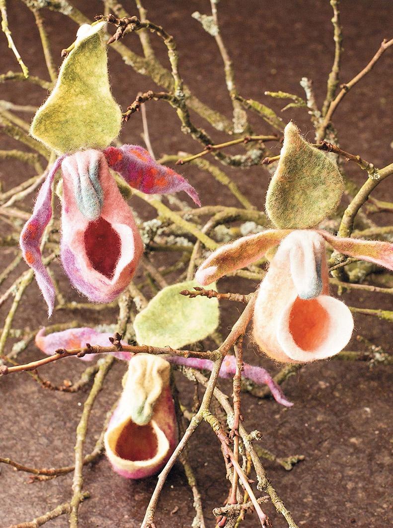 Цветы из шерсти. Оригинальные модели в технике фелтинг