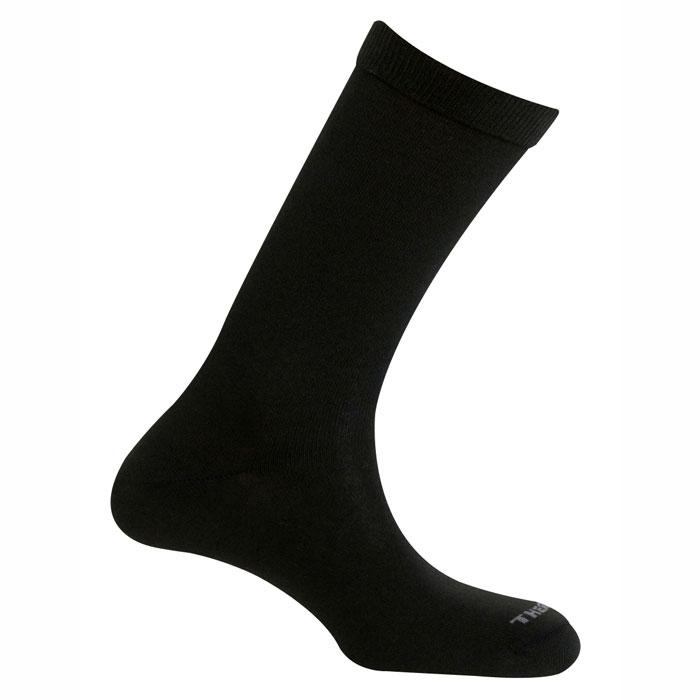 Термоноски900 city winterТермоноски Mund City - это тонкие мягкие зимние носки для города и повседневной носки, сохраняющие тепло при температуре до -22°C. Использование специальных спиралевидных и полых внутри волокон Thermolite обеспечивает комфорт сухого тепла, а так же отведение влаги с поверхности ступни. Носки сохраняют свои согревающие свойства даже во влажном состоянии. Минимальное содержание Lycra и эластана обеспечивают оптимальное облегание ноги, а входящий в состав полиамид повышает износостойкость. Носки City могут использоваться совместно с другими носками как линер.