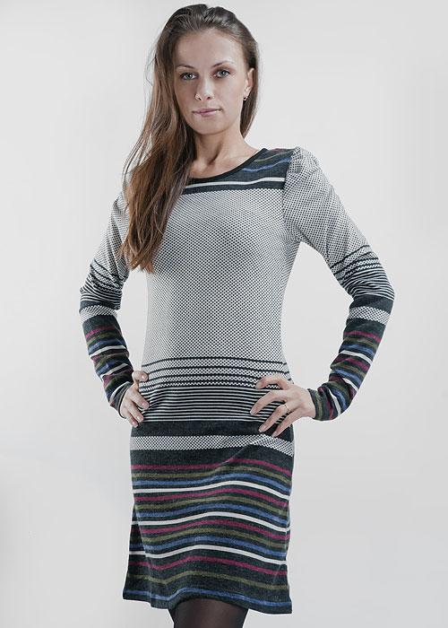 Платье. 124C69-11-1G124C69-11-1GМодное трикотажное платье Ginger+Soul выполнено в стиле casual. Модель с круглым вырезом горловины, присборенными сверху длинными рукавами будет отлично смотреться на вас. В таком наряде вы не останетесь незамеченной, эта модель создана для того чтобы привлекать внимание, подчеркивать вашу неповторимую женственность и обаяние.