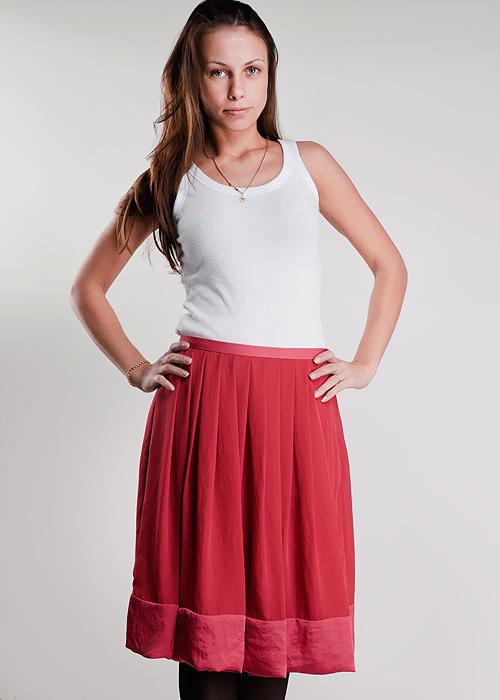Юбка1265280330_14422Замечательная юбка, выполненная из легкого струящегося и приятного на ощупь полиэстера. Очаровательная юбка сбоку застегивается на потайную застежку-молнию. Для большего комфорта имеется подъюбник. Стильная юбка выгодно освежит и разнообразит любой гардероб. Создайте женственный образ и подчеркните свою яркую индивидуальность!