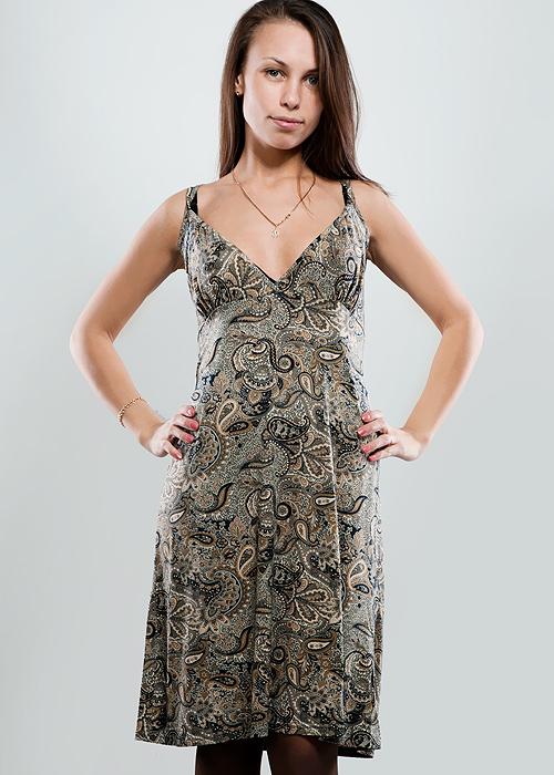 1-12-5-36Стильное платье свободного кроя, изготовленное из высококачественного материала, очень мягкое на ощупь, не раздражает даже самую нежную и чувствительную кожу и хорошо вентилируется. Модель с глубоким V-образным вырезом на тонких двойных лямках. В таком наряде вы безусловно привлечете восхищенные взгляды окружающих.