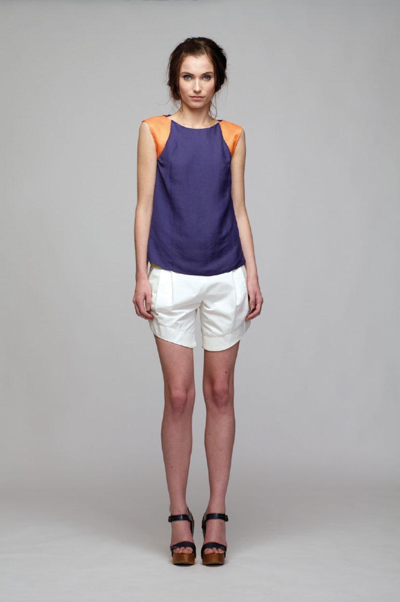 Шорты женские. PV2013038PPV2013038PСтильные женские шорты Sara Coleman изготовлены из высококачественного материала. Шорты на поясе имеют широкую вставку контрастного цвета и спереди оформлены двумя прорезными карманами. Застегиваются шорты сбоку на потайную застежку-молнию. Модель не сковывает движения, обеспечивая наибольший комфорт. Эти оригинальные и модные шорты послужат отличным дополнением к вашему гардеробу в летнее время года. В них вы всегда будете в центре внимания!