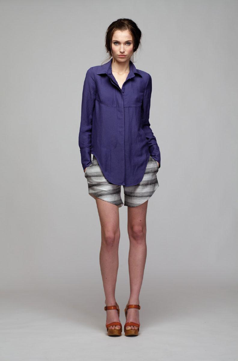 ШортыPV2013039PСтильные короткие шорты отлично будут смотреться на вас. Шорты дополнены двумя боковыми карманами. Изделие, выполненное из льна с небольшим добавлением вискозы и полиэстера, обладает высокой теплопроводностью, воздухопроницаемостью и гигроскопичностью, позволяет коже дышать, тем самым обеспечивая наибольший комфорт при носке даже самым жарким летом. Такие шорты послужат замечательным дополнением к вашему гардеробу.