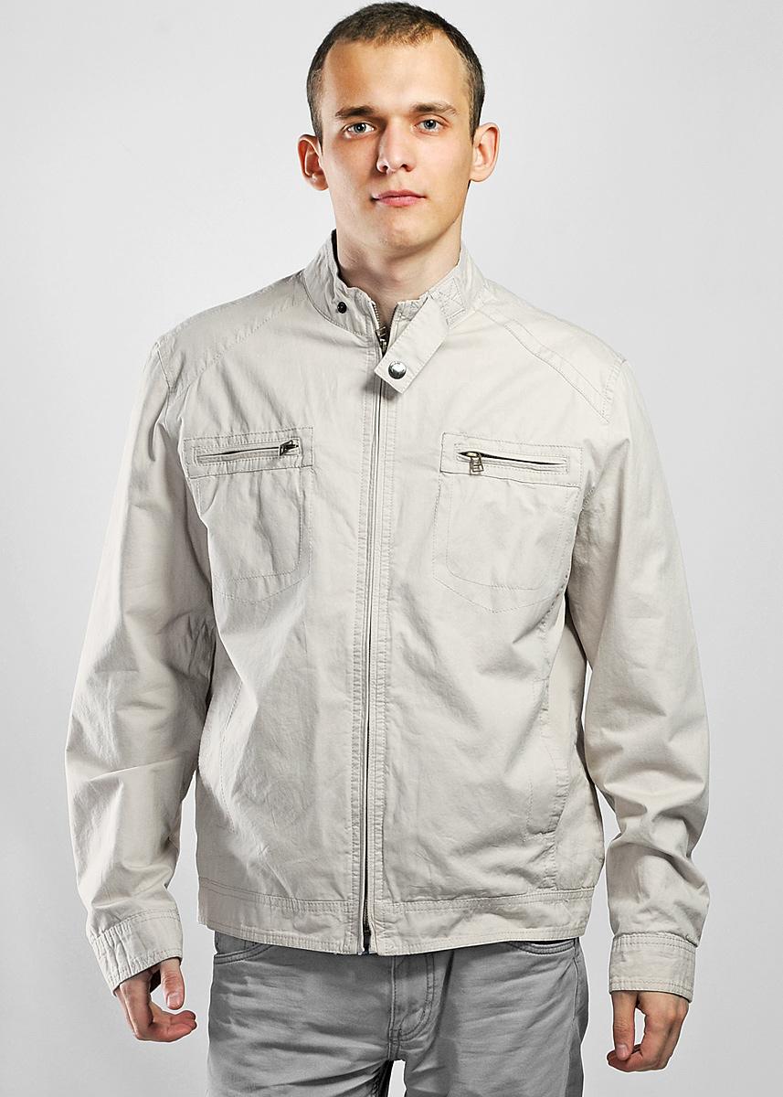 Hugo-6/2Стильная мужская куртка SilverLine подчеркнет вашу индивидуальность и защитит от переменчивой погоды. Куртка изготовлена из 100% хлопка на подкладке из хлопка и полиэстера. Модель с воротником-стойкой застегивается на металлическую застежку-молнию. На груди куртка дополнена двумя прорезными карманами на застежках-молниях. По бокам - два прорезных кармана. Также имеются два внутренних кармана. Манжеты и низ куртки регулируются по ширине с помощью хлястиков на кнопках. Модель отлично подойдет для вашего демисезонного гардероба и сможет дополнить как повседневный, так и спортивный образ.