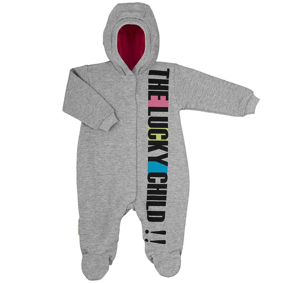 Комбинезон домашний1-3Детский комбинезон с капюшоном Lucky Child - очень удобный и практичный вид одежды для малышей. Комбинезон выполнен из натурального хлопка, благодаря чему он необычайно мягкий и приятный на ощупь, не раздражают нежную кожу ребенка и хорошо вентилируются, а эластичные швы приятны телу малыша и не препятствуют его движениям. Комбинезон с длинными рукавами и закрытыми ножками имеет застежки-кнопки по центру от горловины до щиколоток, которые помогают легко переодеть младенца или сменить подгузник. Спереди он оформлен оригинальным принтом в виде надписи The Lucky Child!!. Рукава понизу дополнены широкими трикотажными манжетами, не перетягивающими запястья. С детским комбинезоном Lucky Child спинка и ножки вашего малыша всегда будут в тепле, он идеален для использования днем и незаменим ночью. Комбинезон полностью соответствует особенностям жизни младенца в ранний период, не стесняя и не ограничивая его в движениях!