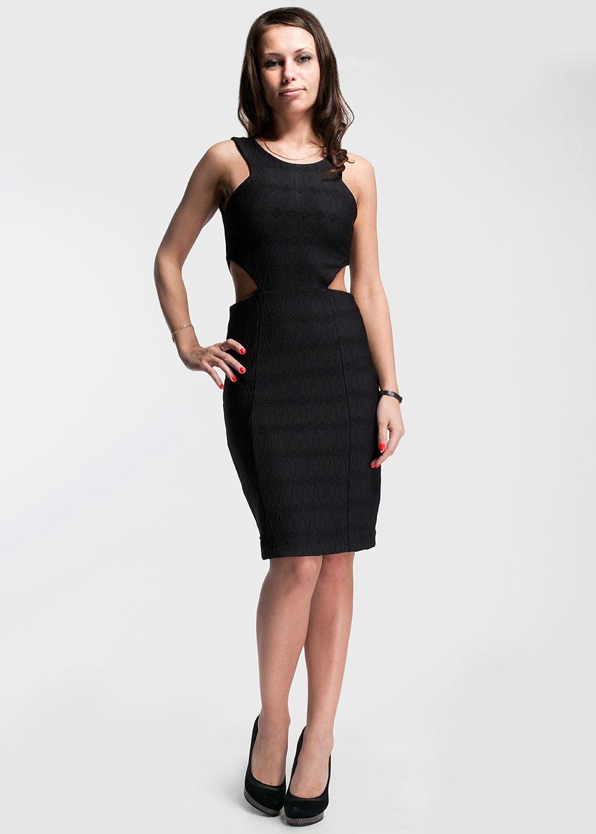 ПлатьеCS13M064_001Оригинальное платье SuperTrash будет отлично смотреться на вас. Модель на лямках с круглым вырезом горловины выполнена из высококачественной вискозы. На талии платье оформлено оригинальными вырезами. Сзади застегивается на потайную застежку-молнию. Это платье идеальный вариант для вашего гардероба. В таком наряде вы безусловно привлечете восхищенные взгляды окружающих.