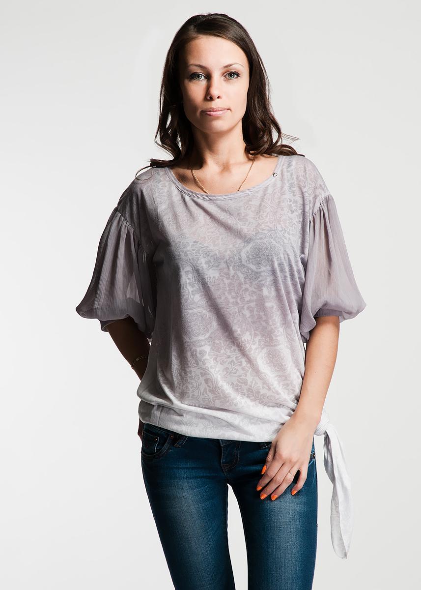 Футболка22DMC0012 J116Оригинальная женская футболка будет прекрасным дополнением к вашему гардеробу. Изготовлена из тонкого трикотажа с рельефным растительным рисунком. Рукава-фонарики выполнены из гофрированного шифона. На округлом вырезе горловины расположена небольшая металлическая клепка в виде черепа. Асимметричная линия низа декоративно необработанна. На спинке по центру выполнен шов так же с необработанным краем. На левом плече - геометрический символ из страз. Эта футболка отлично дополнит ваш образ и позволит выделиться из толпы.