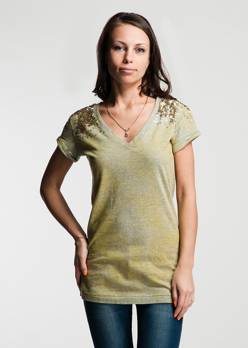22DMC0005 J112MОригинальная женская футболка будет прекрасным дополнением к вашему гардеробу. Изготовлена из плотного трикотажа, очень приятного на ощупь. V-образный вырез горловины декорирован густой нашивкой из пайеток, которая так же захватывает рукавчики. Швы на рукавах с маленькими отворотами и вдоль линии низа дополняют широкие стежки. На спине выполнена стилизованная надпись бренда. Эта футболка отлично дополнит ваш образ и позволит выделиться из толпы.