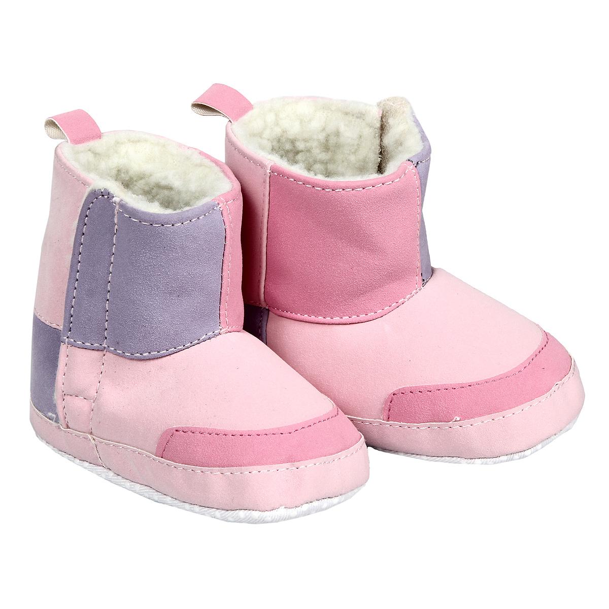 Пинетки11787Пинетки для девочки Luvable Friends, стилизованные под Угги - это легкая, теплая и удобная обувь из искусственной замши с искусственным мехом. Застегиваются они сбоку на липучки. Стопа оформлена прорезиненным рельефным рисунком, благодаря которому ребенок не будет скользить. Лоскутный дизайн привлекает внимание и делает угги особенно уютными. Такие пинетки - отличное решение для каждодневного использования дома в прохладную погоду!