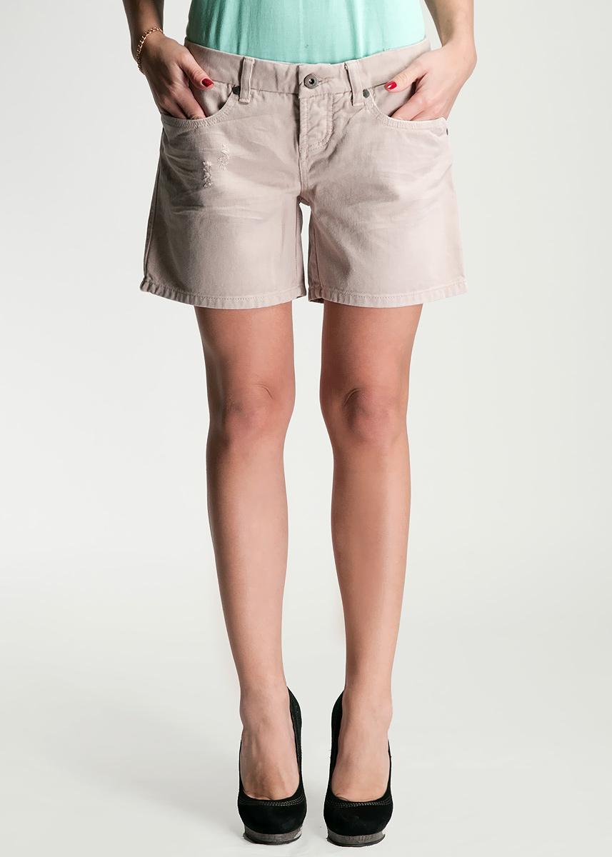 Шорты женские. C1SDC1SDМодные джинсовые шорты застегиваются на металлические пуговицы и имеют шлевки для ремня. Спереди они оформлены двумя прорезными карманами, а сзади - двумя нашивными. Шорты изготовлены из натурального хлопка, не сковывают движения и позволяют коже дышать, не раздражают даже самую нежную и чувствительную кожу, обеспечивая наибольший комфорт. Такие оригинальные шорты дополнят гардероб любой модницы, в них вы всегда будете в центре внимания!