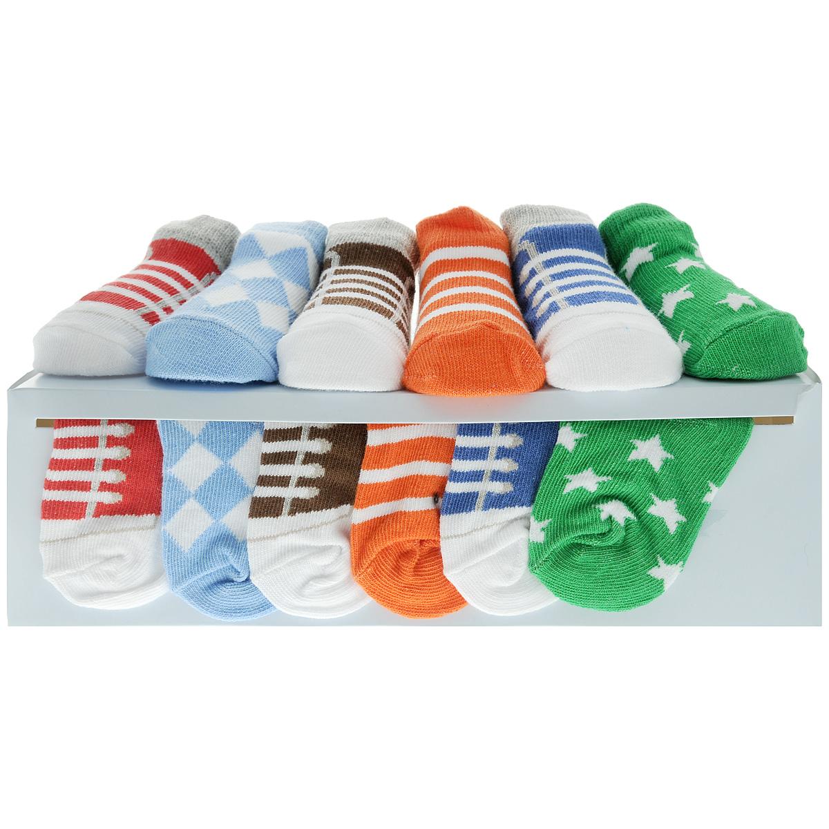 07130Комфортные, прочные и красивые детские носки Luvable Friends очень мягкие на ощупь, а широкая резинка плотно облегает ножку ребенка, не сдавливая ее, благодаря чему малышу будет комфортно и удобно. Подарочный комплект состоит из шести пар разноцветных носочков с оригинальным принтом. Носочки упакованы в красивую подарочную коробку с яркой лентой.