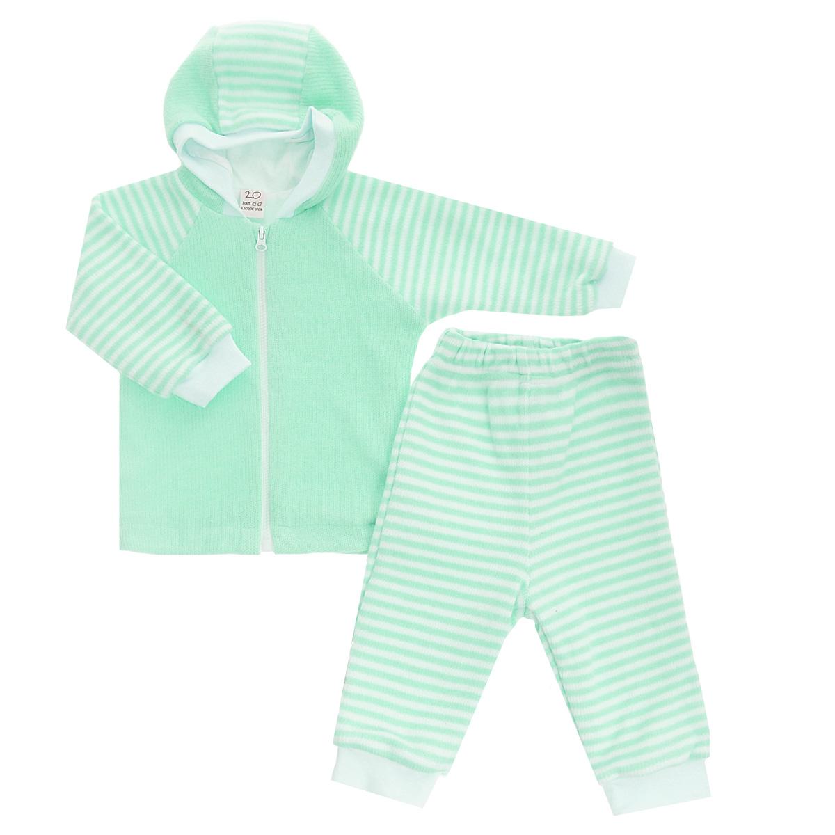 Комплект детский: кофта, брюки. 4-154-15Детский вязаный комплект Lucky Child, состоящий из кофты и брюк - очень удобный и практичный. Комплект выполнен из натурального хлопка, на подкладке также используется натуральный хлопок, благодаря чему он необычайно мягкий и приятный на ощупь, не раздражают нежную кожу ребенка и хорошо вентилируются, а эластичные швы приятны телу малыша и не препятствуют его движениям. Кофта с капюшоном и длинными рукавами-реглан застегивается на пластиковую застежку-молнию. Рукава понизу дополнены широкими трикотажными манжетами, не перетягивающими запястья. Брюки прямого покроя на талии имеют широкую эластичную резинку, благодаря чему они не сдавливают животик ребенка и не сползают. Понизу штанины также дополнены широкими трикотажными манжетами. Комплект идеален как самостоятельная верхняя одежда прохладным летом или ранней осенью. Комплект полностью соответствует особенностям жизни малыша, не стесняя и не ограничивая его в движениях!